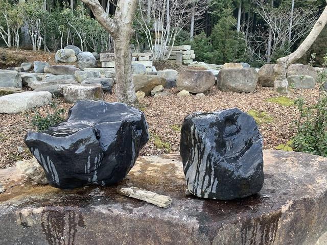 瀬田真黒石