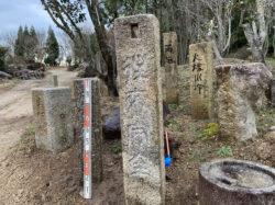 白川石の葛石の石碑