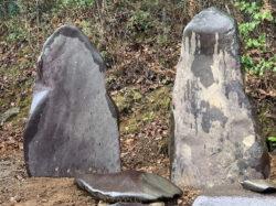 加茂川の真黒石の夫婦石