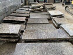 古材の大判の板石