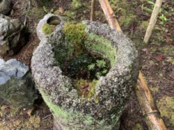 白川石製の手水鉢
