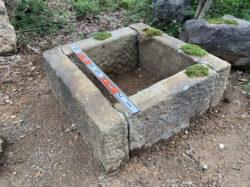 丹波石の組井筒