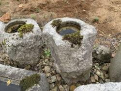 小さな生け込み型手水鉢