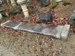 玄関の古い踏込石