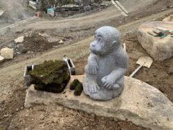 子猿の石造物