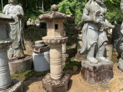 錆石の柚木型灯籠
