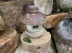 小さな岬灯籠