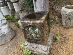 四方仏の手水鉢
