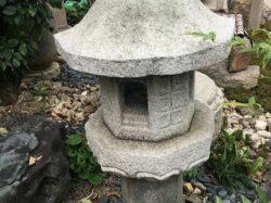 八角の生け込み灯籠