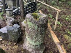 白川石ボソ石の棗型 手水鉢