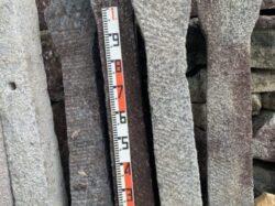 唐臼の軸石